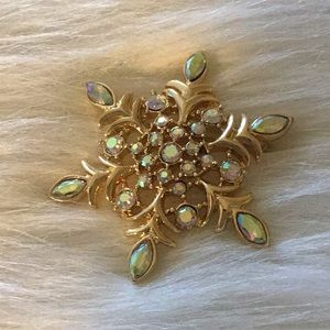 Jewelry - Snowflake Brooch